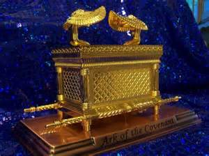 Gold Ark of the Covenant Copper Base -Large/ Arca del Pacto -Grande