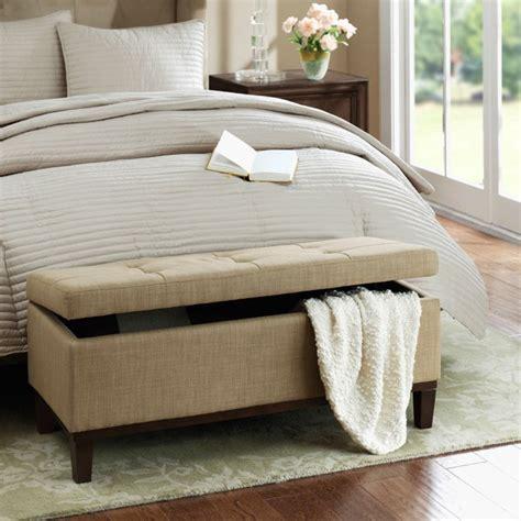 bout de lit coffre un meuble de rangement astucieux