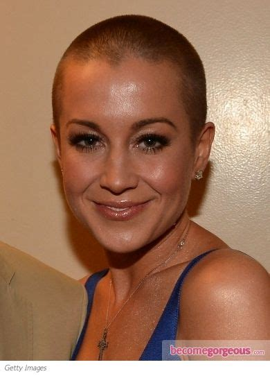 kellie pickler stunned  fans   buzz haircut