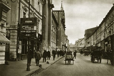 36 Fascinating Vintage Photographs Capture Street Scenes