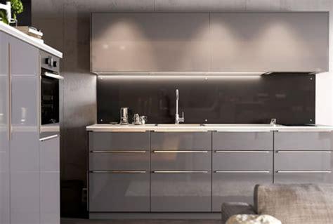 cuisine ikea gris brillant façades de tiroirs système metod ikea