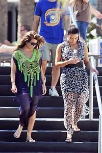 "Kim Kardashian Films ""Kim and Kourtney Take Miami"" - Zimbio"