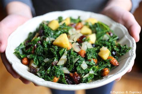 cuisiner le chou kale salade de chou kale pomme airelles et noix