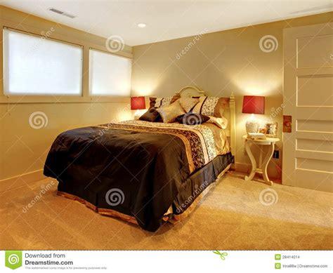 chambre en sous sol chambre à coucher de sous sol avec le bâti d 39 invité