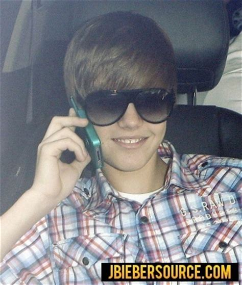 justin bieber phone justin on his phone justin bieber photo 15529485 fanpop
