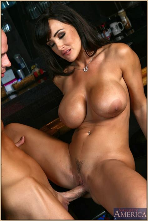 Lisa Ann gets fucked by bald guy in the bar - My Pornstar Book