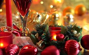 Christmas decorations on the table wallpapers and images ...