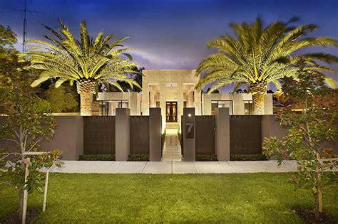 luxury melbourne home  pillared entry  interior courtyards modern house designs