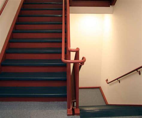 Flur Zweifarbig Streichen Ideen by Treppenhaus Streichen 187 In 4 Schritten Zum Erfolg