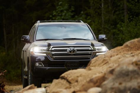 2019 Toyota Land Cruiser Review, Ratings, Specs, Prices