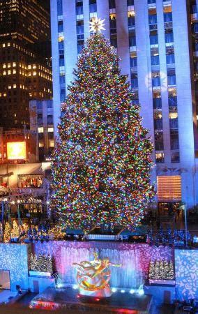 restaurant with view of christmas tree at rockefeller rockefeller center tree new york city 2018