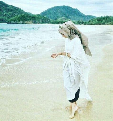 Mau Liburan Ke Pantai? Intip Nih Rekomendasi Outfit Berhijab Ala Selebgram Yang Kekinian - Dagelan