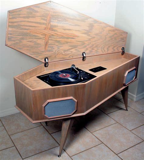 Record player Technics SL 1900 hand made oak coffin : vinyl