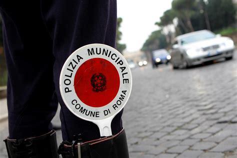 ufficio contravvenzioni via ostiense cancellavano le multe dei vigili arrestati due dipendenti