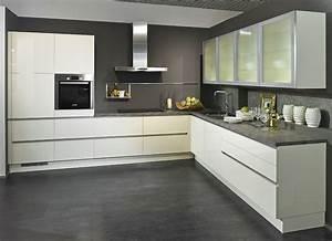 Kuche kuchenmobel grifflos lackfront markengerate for Küche küppersbusch