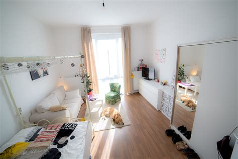 Ideen Fürs Zimmer by Helles Gem 252 Tliches Schlafzimmer Mit Sch 246 Nem Sessel