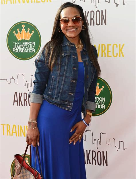 Gloria marie james (born february 4, 1968) is an americansocialite, and is best known for being the mother of national basketball association (nba) player lebron james. Gloria James   Nbafamily Wiki   FANDOM powered by Wikia