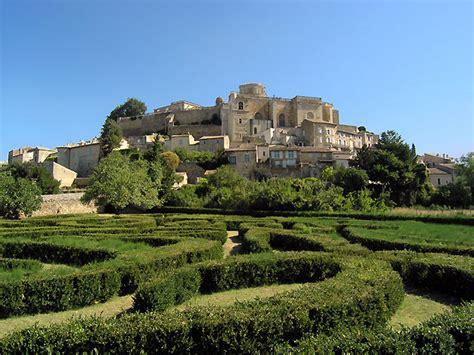 chambres d hotes drome provencale photo labyrinthe et château de grignan