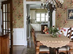 Cottage style dining room decorating ideas small country for Small country dining room decor