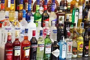 Alkohol Bar Für Zuhause : bottiglie dell 39 alcool immagine stock editoriale immagine di prodotto 51800709 ~ Markanthonyermac.com Haus und Dekorationen