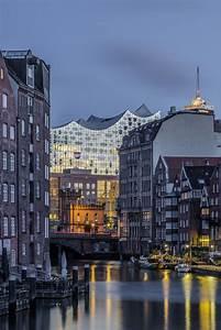 Hamburg Insider Tipps : blick durch den nikolaifleet auf die elbphilharmonie bildsch nes hamburg zuk nftige ~ Eleganceandgraceweddings.com Haus und Dekorationen