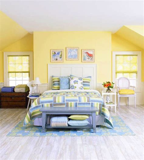 decorating ideas  yellow bedrooms quilts bedroom