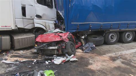 Ein a13 stau entsteht häufig urplötzlich, weil eine baustelle oder ein unfall die richtung blockieren. Tödlicher Unfall auf der A13 in Brandenburg: Zwei Frauen aus Bochum von Lastwagen zerquetscht