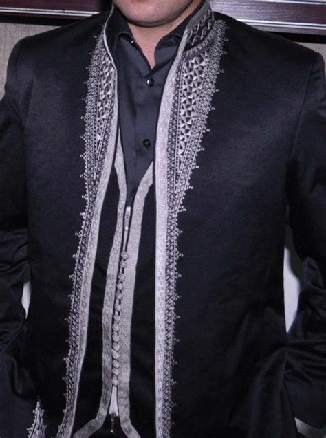 costume pour homme avec broderie traditionnelle tunisienne
