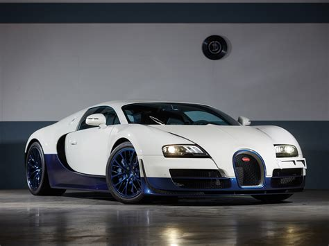 The veyron's cabin is exquisite, but for £2 million the super sport lacks the luxury expected. RM Sotheby's - 2012 Bugatti Veyron 16.4 Super Sport | Paris 2020