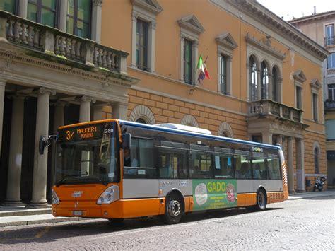 Line Pavia 3 by A Pavia Gli Autobus Della Linea 3 In Strada Nuova Da Met 224