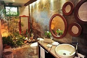 Garden bathroom tropical bathroom other metro by for Salle de bain tropicale