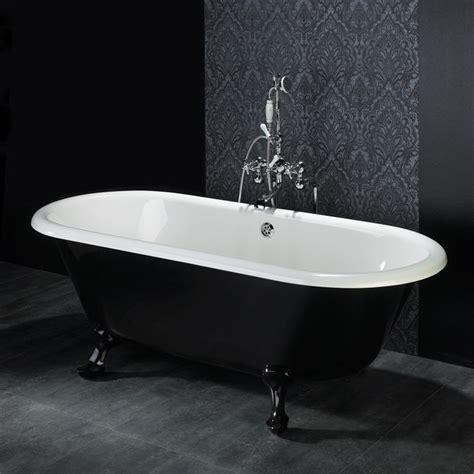 baignoire pieds lion en noir et blanc