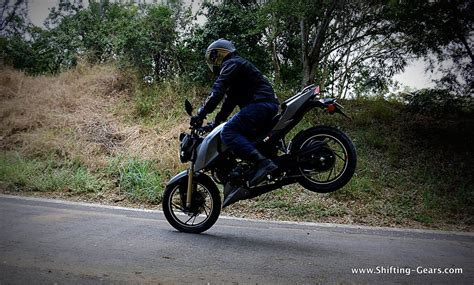 Review Tvs Apache Rtr 200 4v by Tvs Apache Rtr 200 4v Test Ride Review Shifting Gears