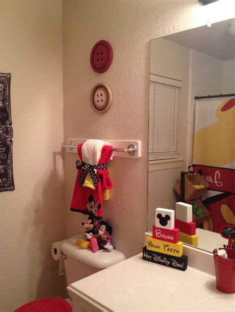 Mickey And Minnie Bath Decor by 25 Best Ideas About Mickey Mouse Bathroom On