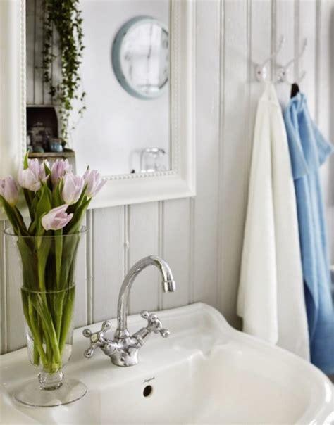 un exemple de salle de bains style shabby chic