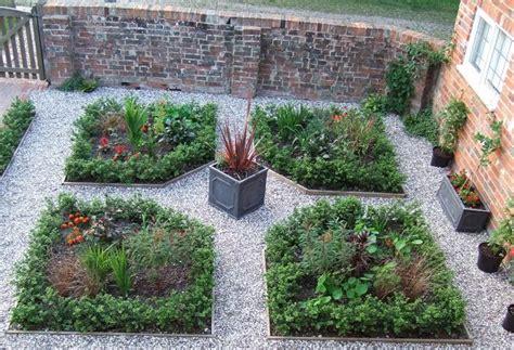 piccoli giardini fioriti consigli utili per realizzare dei giardini di piccole