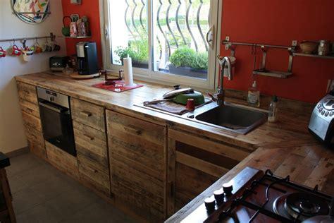 fabriquer sa cuisine en bois cuisine en palette bois bricolage maison et décoration
