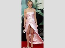 Kristen Bell accidentally flashes underwear at the