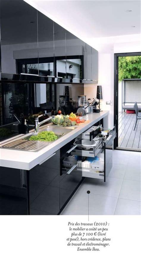 couleur de peinture pour une cuisine une cuisine contemporaine avec îlot central côté maison