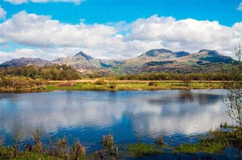 hikes snowdonia national park countryfilecom