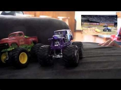 monster trucks youtube grave digger grave digger monster jam diecast collection monster
