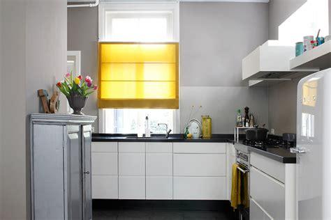 gardinen küche modern sichtschutz in der k 252 che vorh 228 nge plissees und rollos