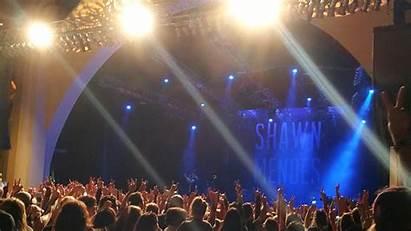 Shawn Mendes Concert Gras Mardi Universal Selfie