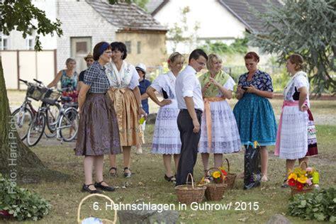 Moderner Holzpantoffel by Kultur Etage Foto Stamm Tisch Fotoclub Cottbus Fotoklub