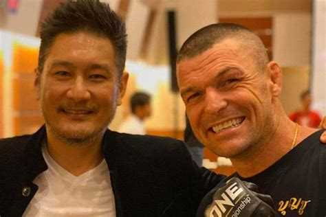 parr wayne john championship signs onefc sityodtong chatri ceo