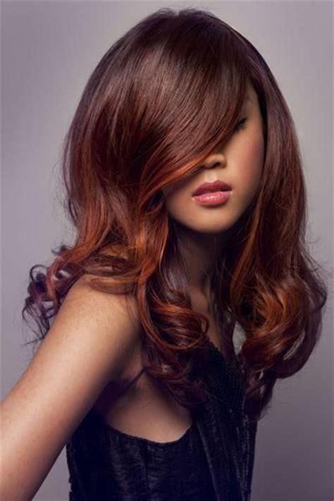 Choisir une coloration acajou pour les cheveux