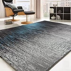 teppiche fur ein gemutliches zuhause With balkon teppich mit tapete silber schwarz