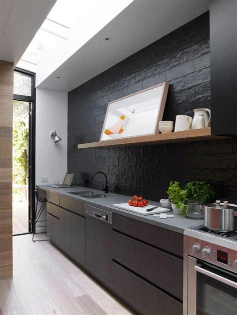 cuisine bois et noir cuisine noir et bois un agencement harmonieux