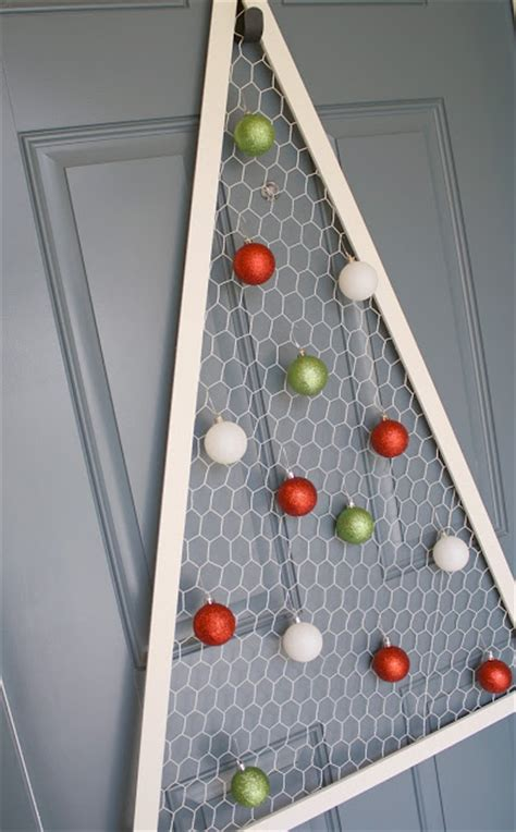 diy wire frame christmas decorations 15 diy chicken wire projects