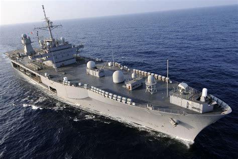 米空母カール・ビンソン、南シナ海で演習か 中国「遼寧」を牽制